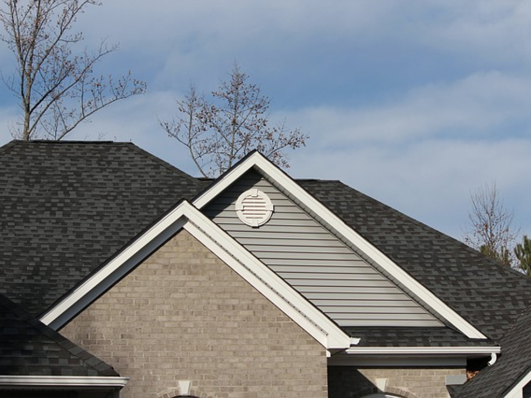 Keep your home looking good with our seamless gutter services